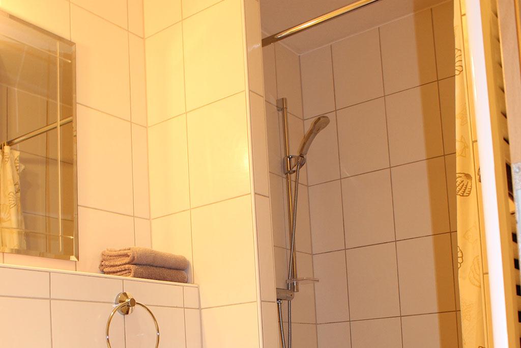 Modernes Badezimmer Ferienwohnung Nr. 4 auf dem Gutshof Schulze Althoff