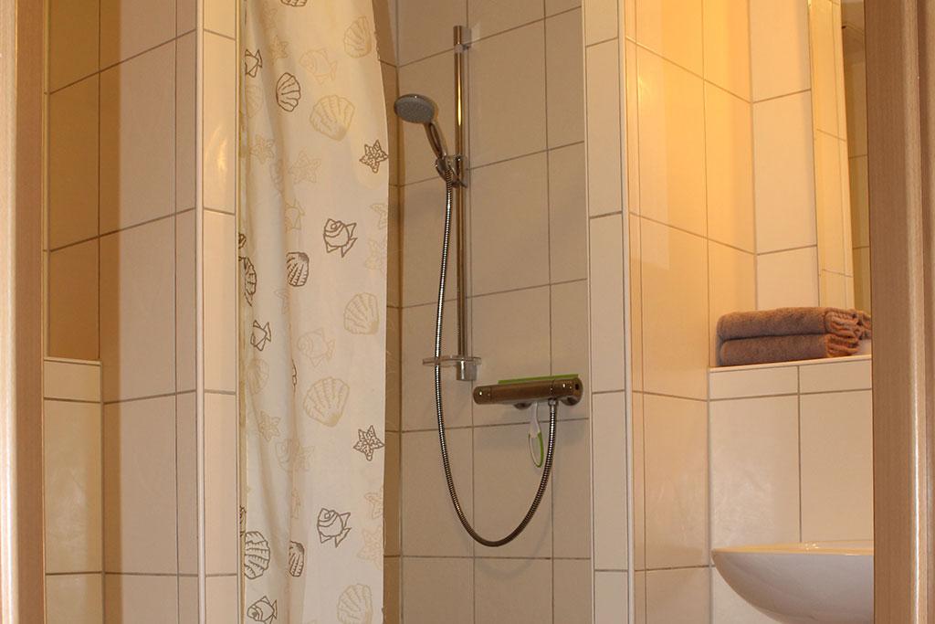 Modernes Badezimmer Ferienwohnung Nr. 5 auf dem Gutshof Schulze Althoff