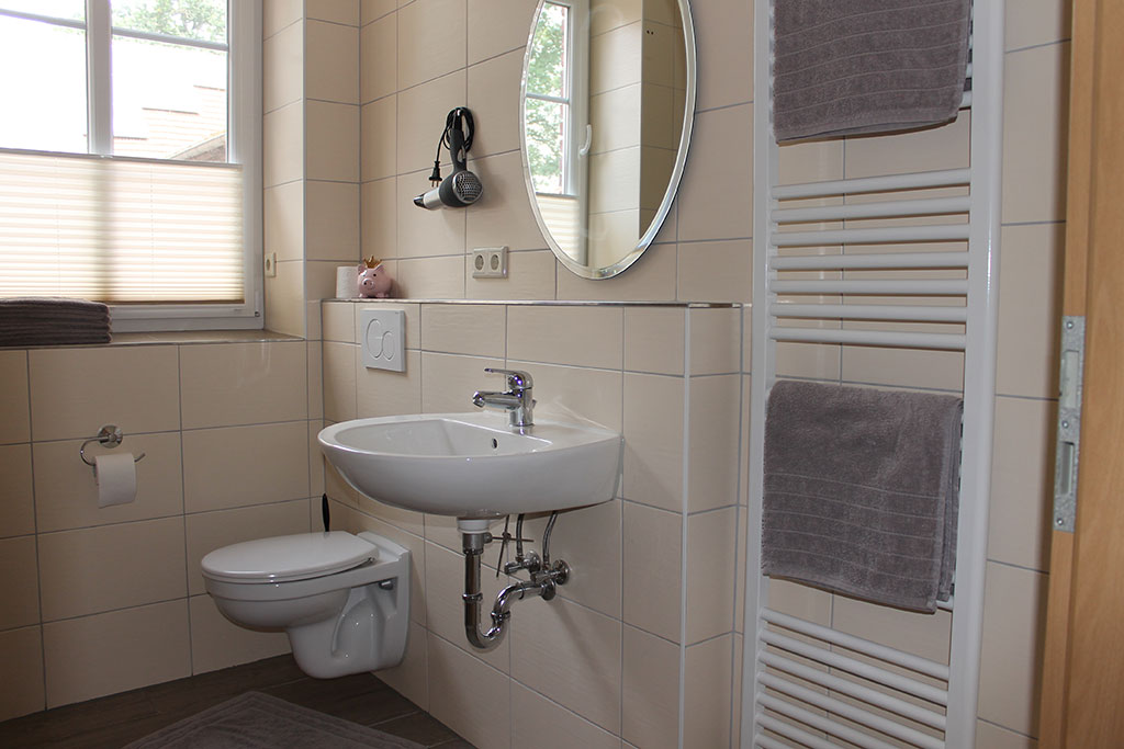 Modernes Badezimmer Ferienwohnung Nr. 10 auf dem Gutshof Schulze Althoff