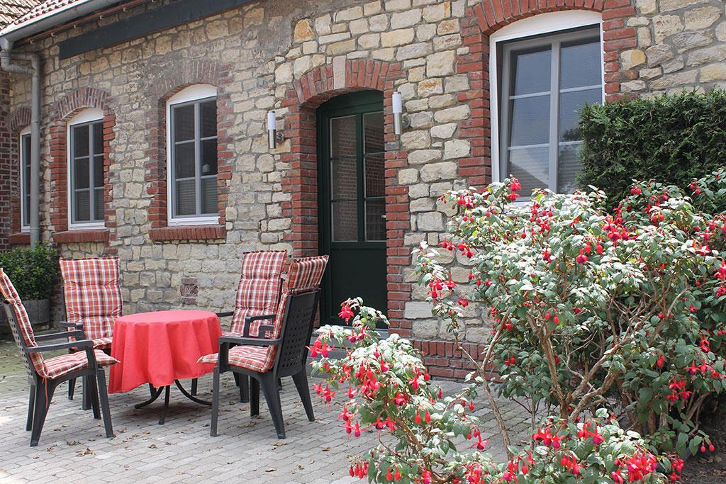 Terrasse mit Gartenmöbeln Ferienwohnung Nr. 10 auf dem Gutshof Schulze Althoff
