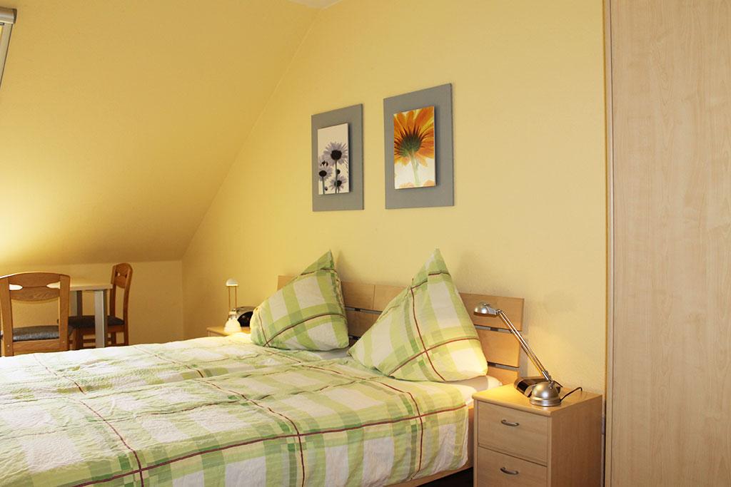 Doppelbett im Doppelzimmer auf dem Gutshof Schulze Althoff